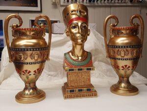 Farao beeldje en Egyptische vazen - Farao beeldje en Egyptische vazen