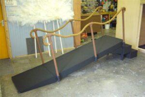 Steiger / loopbrug met touwreling - Steiger / loopbrug