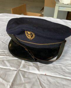 Verschillende Blauwe officierspetten -