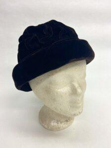 Bruin fluwelen hoedje met rouches - Bruin fluwelen hoedje