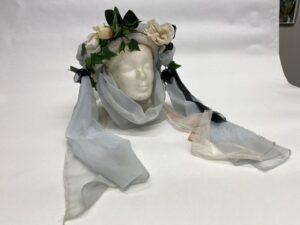 Wit bruidshoedje met bloemen - Bruidshoedje