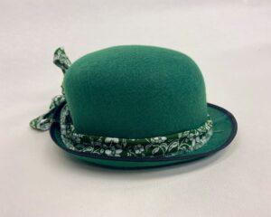 Groen vilten hoedje met bloemenband - Groen vilten hoedje