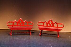 Sprookjesachtige rode bankjes - Sprookjesachtige rode bankjes