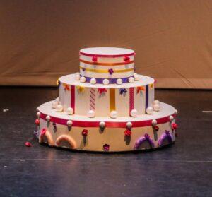 Grote kleurrijke taart - Grote taart