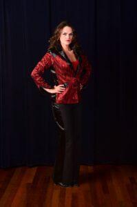 Rood zwarte colbert met zwarte pantalon -