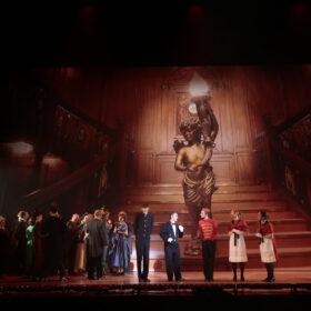 Theaterdoek grote trap Titanic in toneelbeeld