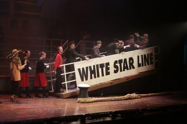 Valreep / loopbrug - Loopbrug en bolder in toneelbeeld Titanic de Musical